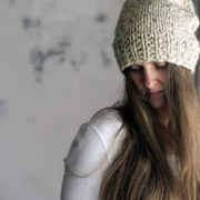 ONENESS : Women's Slouchy Hat Knitting Pattern