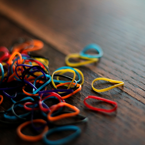 pile of rubber band stitch markers