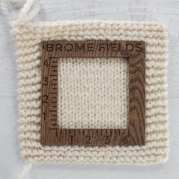 Kim, Lang Knitting Gauge