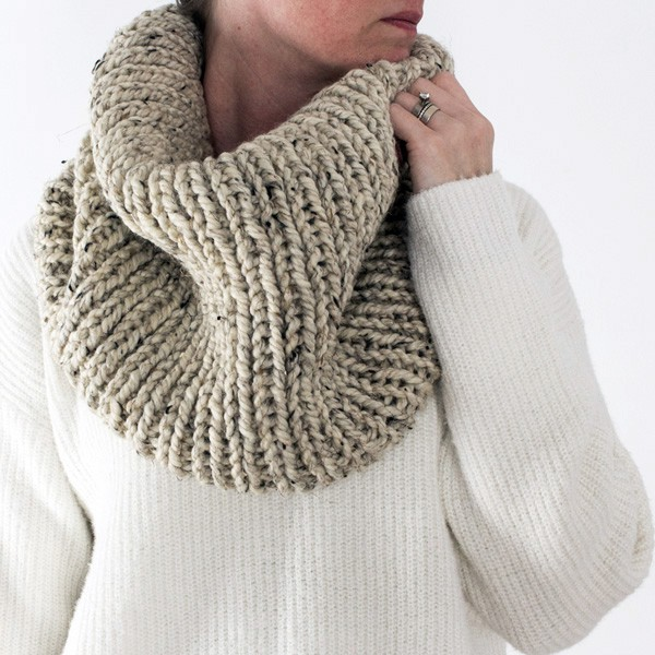 model wearing knitted cowl