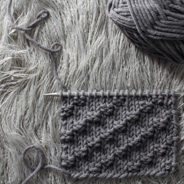 Right Diagonal Knit Stitch : Day 9 of the 21 Days of Beginner Knit Stitches : Brome Fields